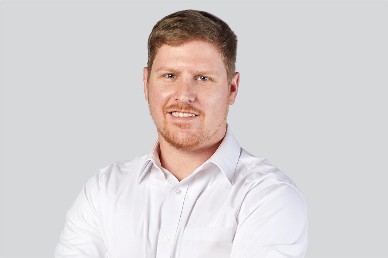 Headshot of MacGuire & Crawford employee Dan MacIsaac